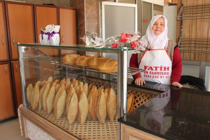 Eşini ve babasını kaybedince, elinin hamuru ile ekmek çıkarmaya başladı