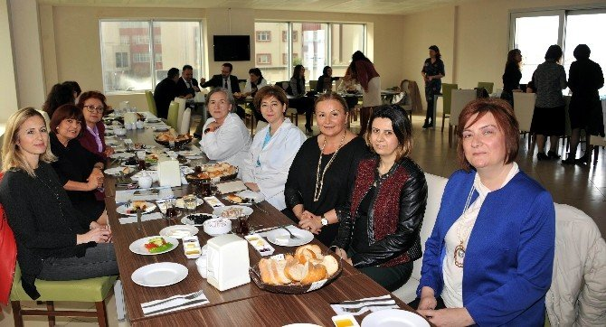 ADÜ Tıp Fakültesi Personeli Kadınlar Gününde Bir Araya Geldi