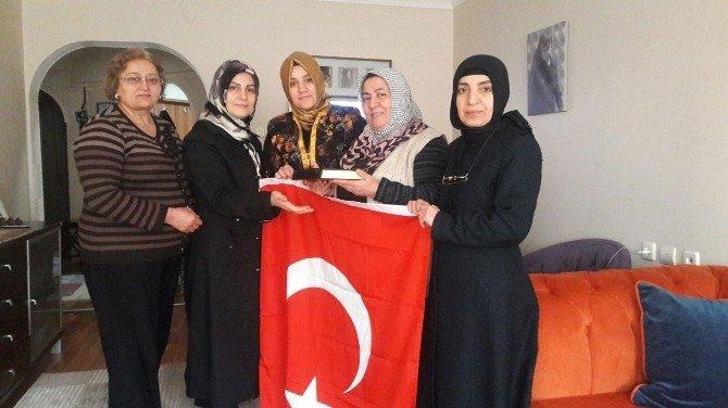 AK Kadınlardan Şehit Ailelerine Moral Ziyareti