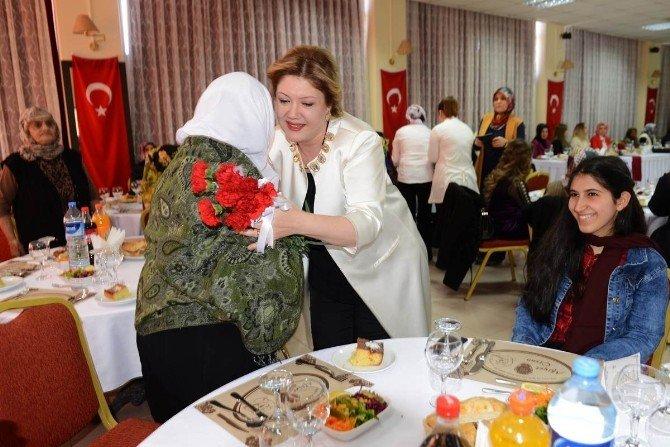 Ardahan'da 8 Mart Dünya Kadınlar Günü Etkinliği