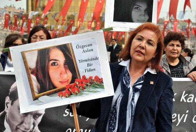 Aydın'da CHP'li Kadınlardan Sessiz Oturma Eylemi