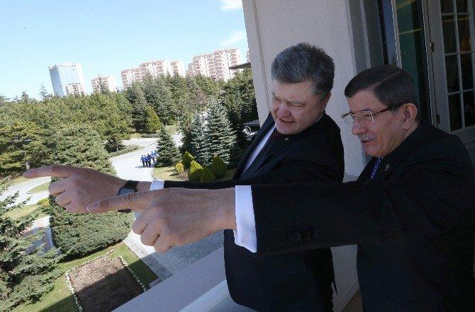 Başbakan Davutoğlu, Ukrayna Devlet Başkanı Poroşenko İle Biraraya Geldi