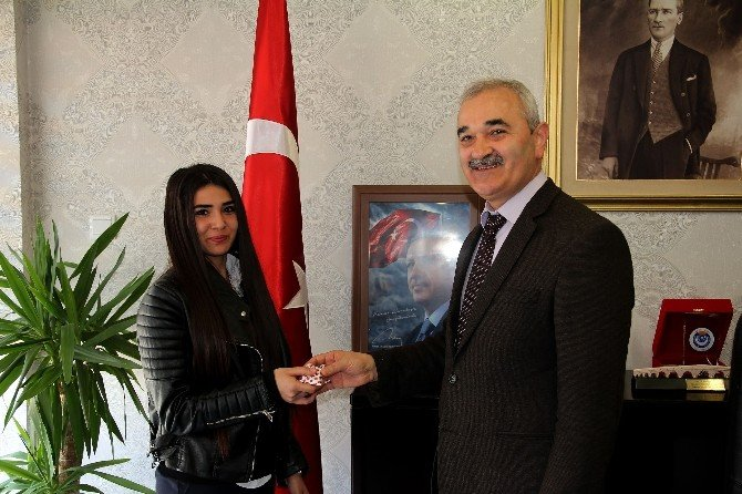 Başkan Karataş'tan Sporculara Ödül