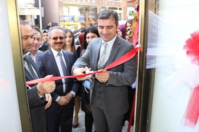 Belediye Başkanı Cüneyt Yemenici İş Yeri Açılışına Katıldı