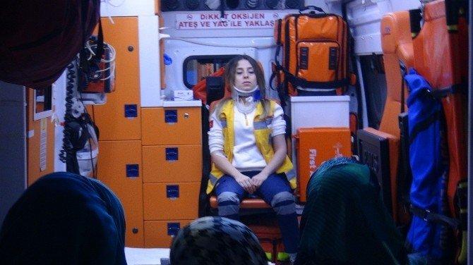 Otomobil İle Ambulans Çarpıştı: 3 Yaralı