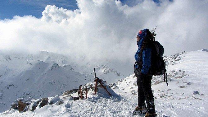 Bursalı Dağcılar Bulgaristan'da Türk Bayrağı Dalgalandırdı