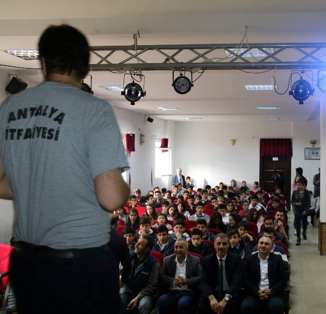 Kaş'ta Öğrencilere Yangın Söndürme Eğitimi
