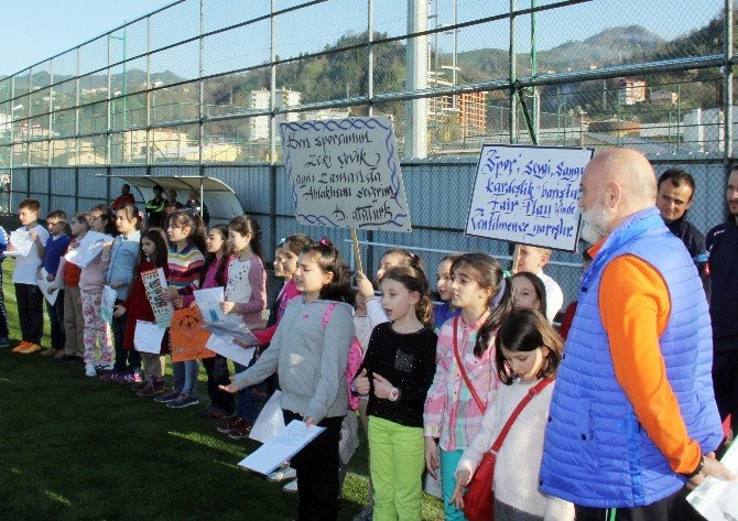 Öğrencilerden Karaman'a Doğum Günü Sürprizi