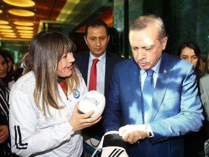 Cumhurbaşkanı Erdoğan, Bartın Üniversitesi Sporcusunu Tebrik Etti
