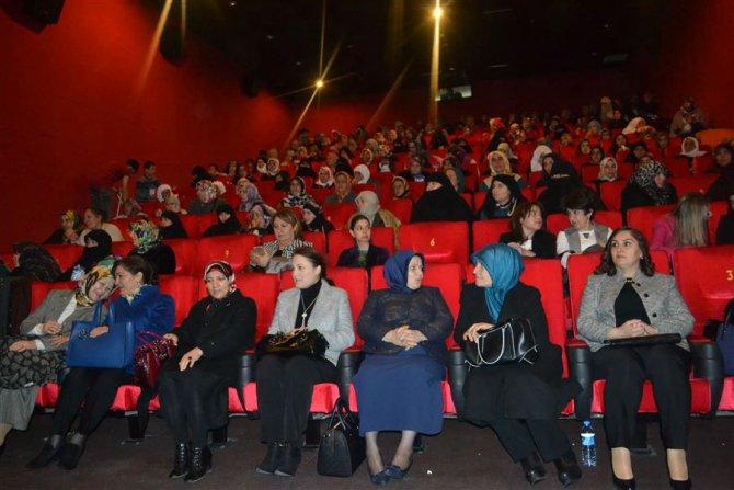 Kadınlara, 'Hükümet Kadın'ı filmi seyrettirildi