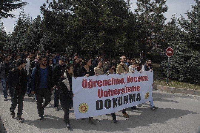 Öğrenci Ve Akademisyenlerden 'Üniversiteme Dokunma' Yürüyüşü