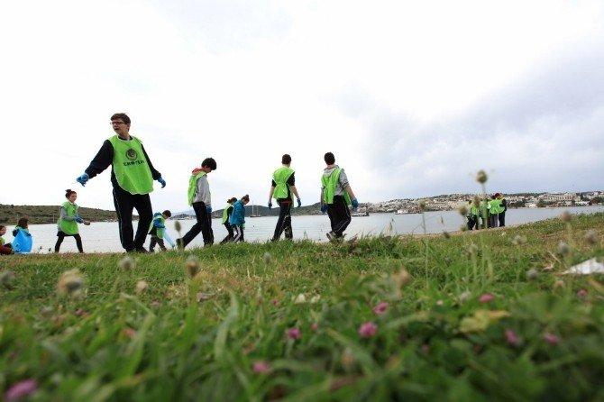 Öğrenciler Sahilde, Dalgıçlar Denizde Temizlik Yaptı