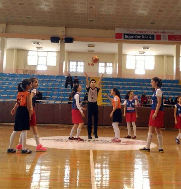 Basketbol Oynarken Fenalaşan 12 Yaşındaki Kız Öğrenci Hayatını Kaybetti