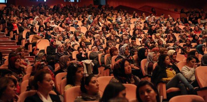 Eskişehir'de kırsaldan gelen bin 200 kadın tiyatro oyunu ile tanıştı