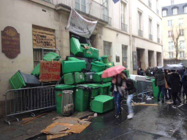 Fransa'da grevler nedeniyle hayat durdu