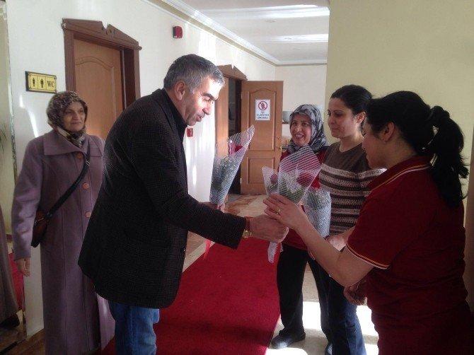 Demirci'den GMİS Bayan Çalışanlarına 8 Mart Gülü