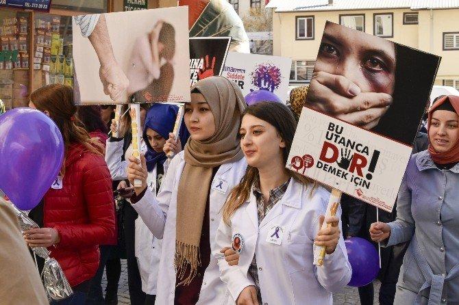 Gümüşhane'de Kadına Şiddete Hayır Yürüyüşü Düzenlendi