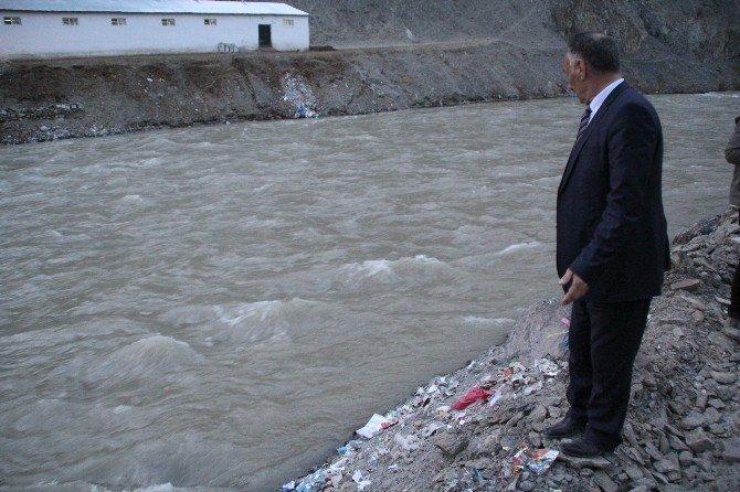 Topunu Almak İsterken Zap Suyu'na Düşen Çocuk Kayboldu