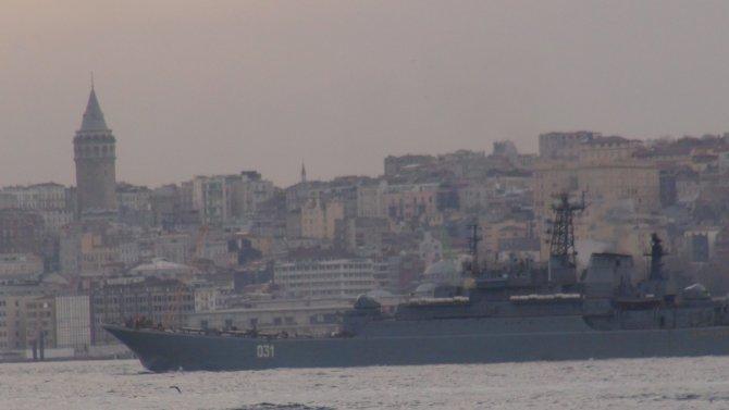 Türk ve Rus savaş gemileri Boğaz'da karşılaştı