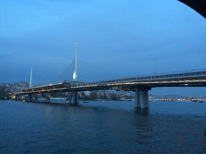 Haliç Metro Köprüsünde İntihar