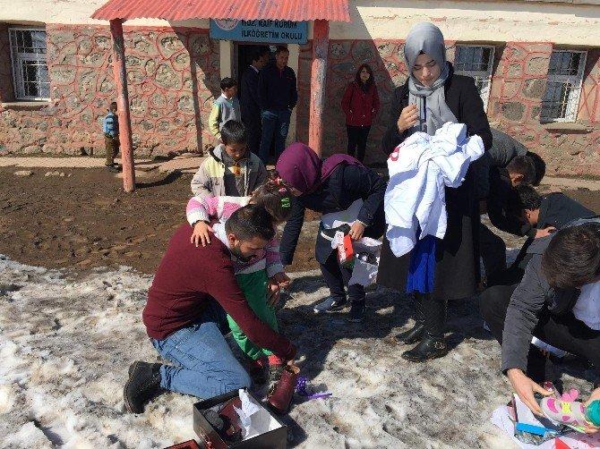 İstanbul'dan Muradiye'deki Öğrencilere Yardım