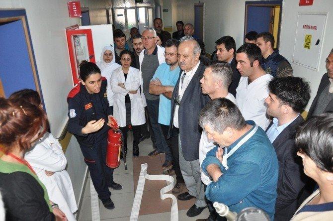 Hastanede Gerçeği Aratmayan Yangın Tatbikatı