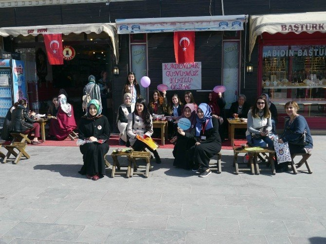 Erzincan'da Kadınlar Çay Ocağını Kapattı
