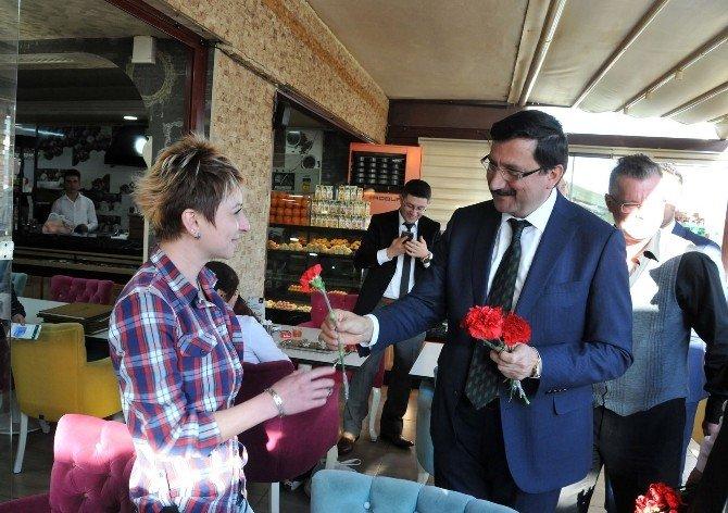 Keçiören Belediye Başkanı AK'tan, 8 Mart'ta Kadınlara Karanfil Sürprizi