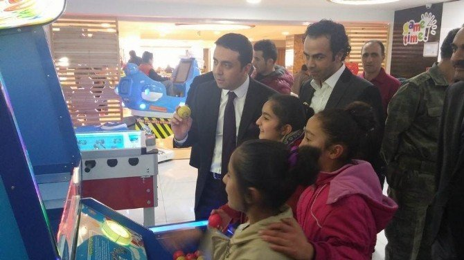 Kağızman'da Lagospark AVM'den Bin 109 Öğrenciye Ücretsiz Yemek Ve Oyun Projesi Hayata Geçirildi