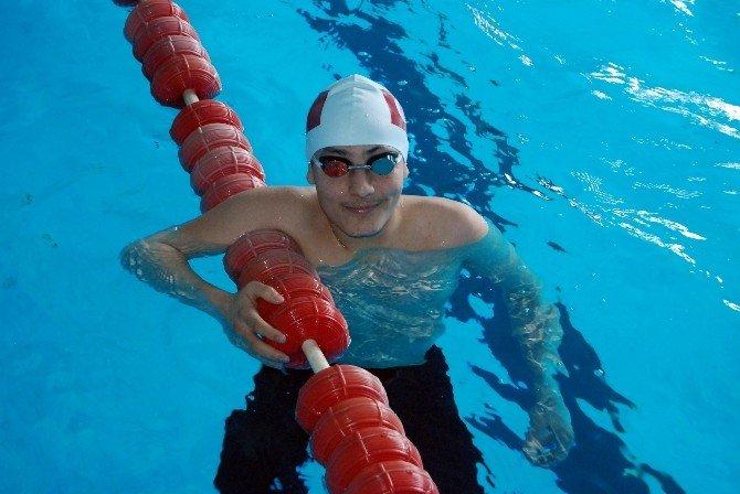 Yüzmeye 6 Yaşında Başlayan Genç Sporcu İlgisizlikten Şikayetçi