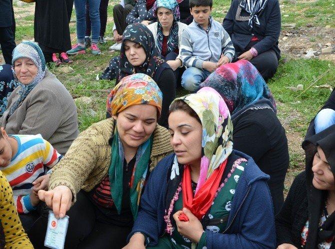 Suriye'den Atılan Roketle Hayatını Kaybeden Mert Özkan Gözyaşlarıyla Toprağa Verildi