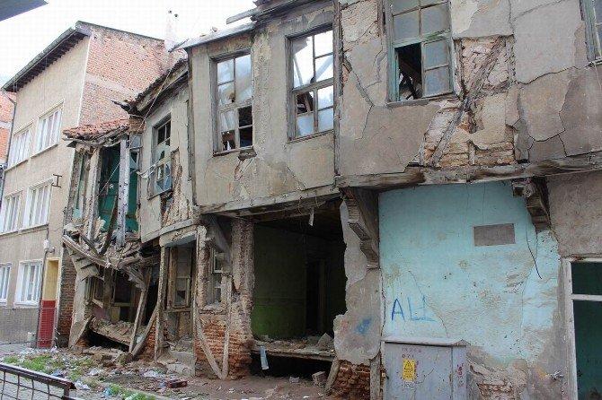 Kırklareli'ndeki Metruk Binalar Tehlike Oluşturuyor