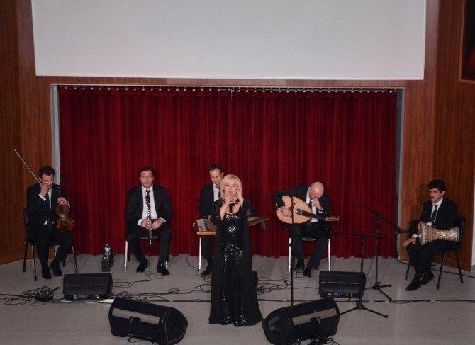 Dünya Kadınlar Gününde Ayfer Er Konseri
