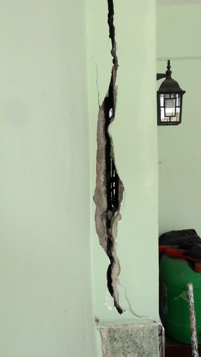 Otopark inşaatının binaları çatlattığı iddiası