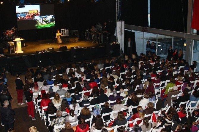 Bayraklı'da Kadınlar Gününe Özel Panel Ve Konser