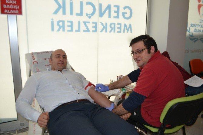 Sakarya Gençlik Merkezinden Kızılay'a Kan Desteği