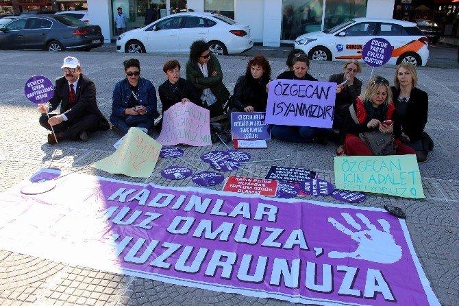 """CHP'li Kadınlardan """"Özgecan Yasası"""" İçin Oturma Eylemi"""