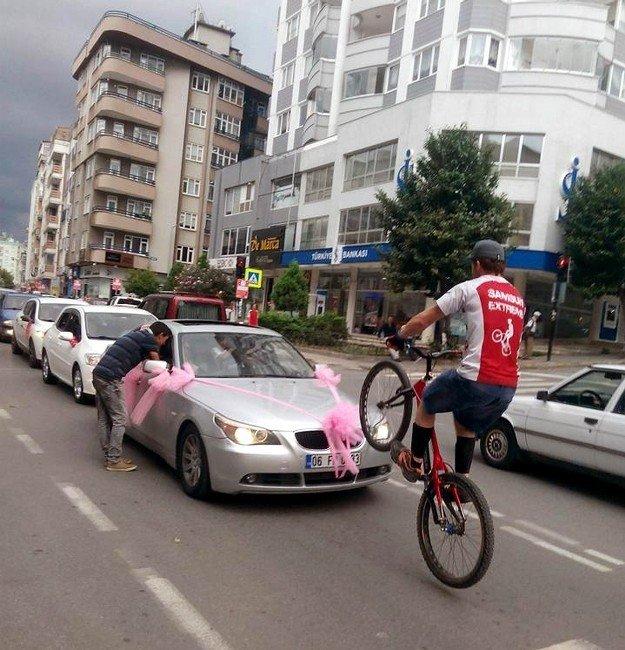 Akrobat Bisikletçinin Başı Cezalarla Dertte