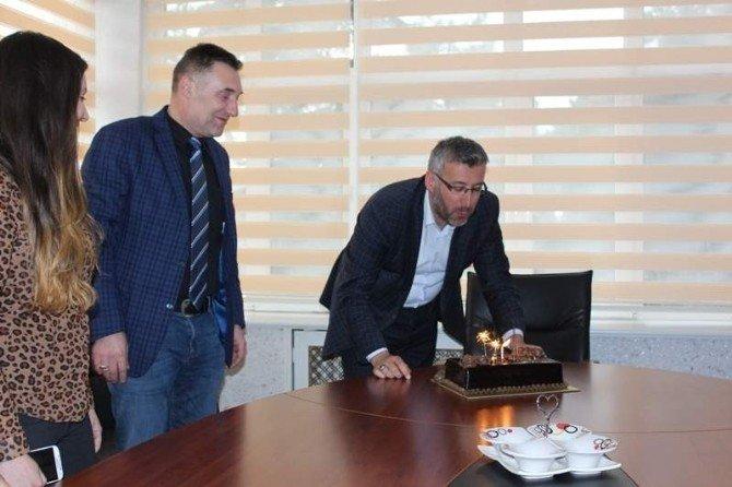 Belediye Başkanı Güler'e Çalışanlarından Doğum Günü Sürprizi