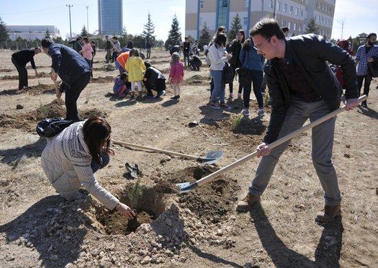Selçuk Üniversitesi, bin 41 fidanı toprakla buluşturdu