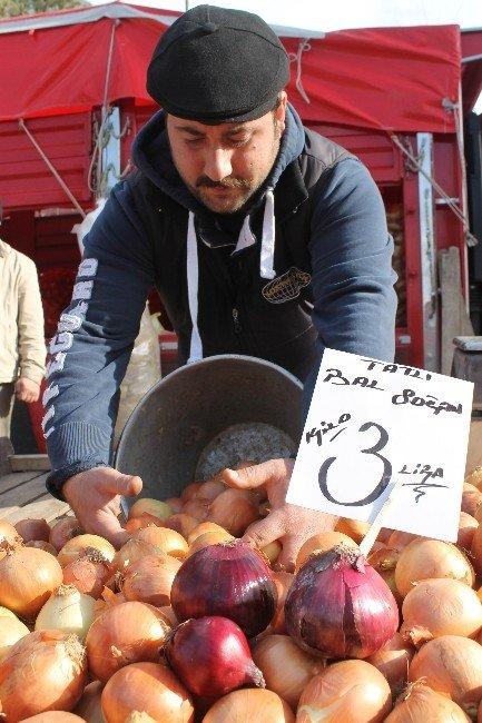 Manyas Pazarı'nda Soğan Ve Sarımsak Fiyatları El Yakıyor