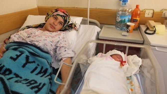 Burhaniye'de Suriyeli Bebeğe Hayırseverin Adı Verildi