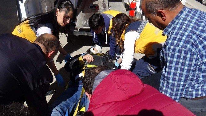 Yozgat'ta Spor Salonu Çatısında Tamirat Yapan İşçi 10 Metreden Aşağı Düştü