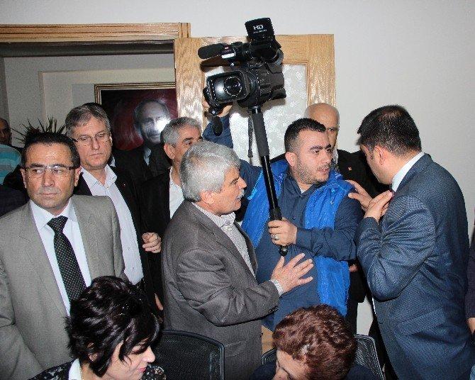 CHP'nin Basın Toplantısında Partili Krizi