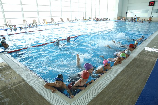 Rauf Denktaş Kapalı Yüzme Havuzu'na geçer not
