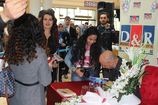 Kahraman Tazeoğlu Forum Diyarbakır'da Okurlarıyla Bir Araya Geldi