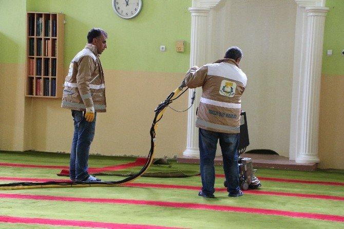 Ceylanpınar Belediyesinden Camilere Bahar Temizliği