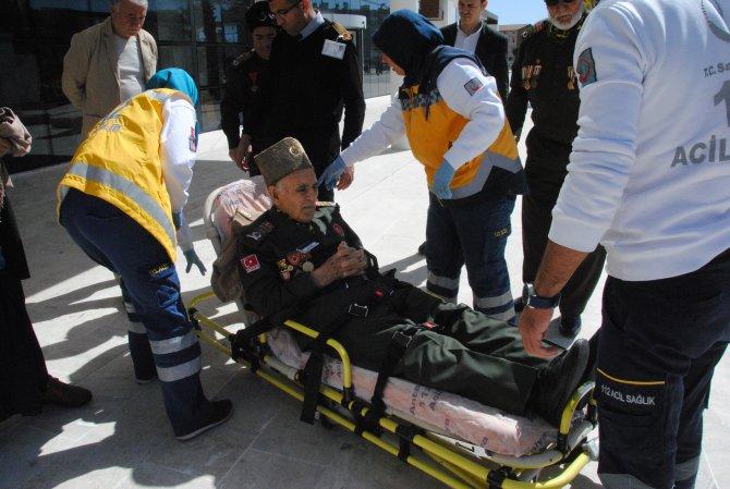 Fotoğraf sergisinde fenalaşan 88 yaşındaki Kore gazisi hastaneye kaldırıldı