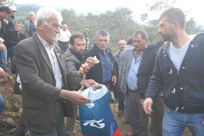 Kanlı Pusuda Öldürülen Çoban Çift Yan Yana Toprağa Verildi