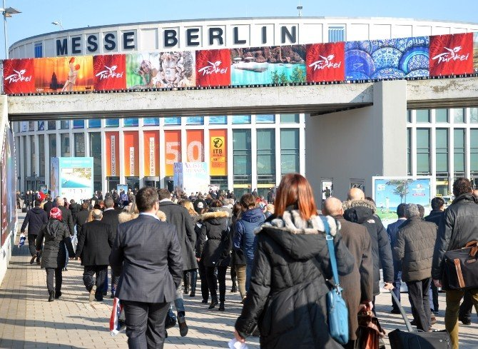Turizm Bakanı Ünal, Itb Berlin Fuarında Didim Standını Ziyaret Etti